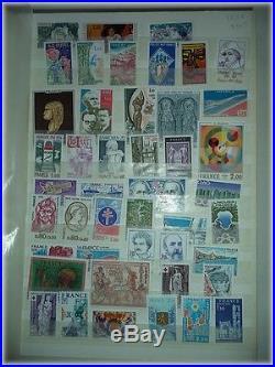 Albums de timbres, blocs et carnet neufs non oblitérés Valeur faciale de 500