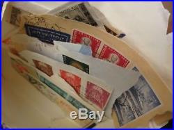 Gros carton de timbres en vrac tous pays dont France (boites, pochettes, albums)