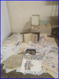 Lot de timbres. 7kg Vracs timbres lavés plus album et feuilles de collection